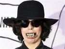 Zp�va�ka Lady Gaga si na YouTube Music Awards v New Yorku nasadila fale�n� zuby.