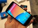 Full HD IPS displej zařízení nabízí technologii in-cell, která kromě rychlejší...
