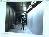 Mikrovlnné senzory zjistí, že osoba má pod oblečením nebo v zavazadle podezřelý
