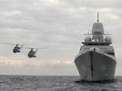 """Průlet dvojice protiponorkových Vrtulníků Mi-14 """"Haze"""" kolem nizozemské"""