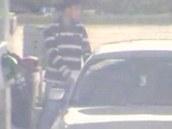 Hledaný zloděj BMW na čerpací stanici v Černožicích na Královéhradecku (23. 10.