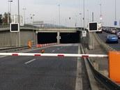 Uzav�en� tunel Mr�zovka zp�sobil dlouh� kolony aut.