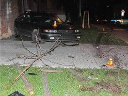 Mazda, do níž ve čtvrtek v noci při akční honičce s policií na Prostějovsku