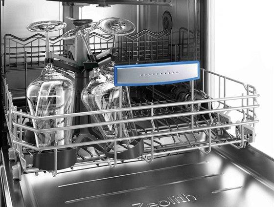 My�ka Bosch ActiveWater je vybavena i nov�m ochrann�m dr��kem na sklenice s