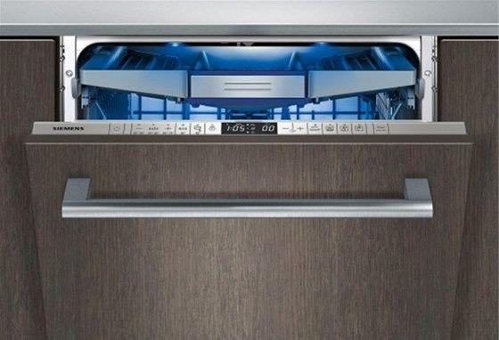 Osvětlení myčky Siemens zajišťují dvě LED žárovky v rámu myčky, které se