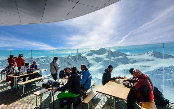 Pohled z Cafe 3 440 na Wildspitze