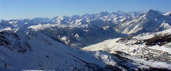 Panoramatický pohled na Sestriere z Monte Rotta