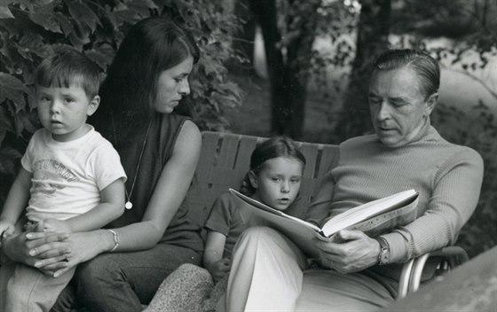 Rudolf Firkušný s manželkou a dětmi