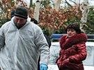 Náměstkyně hejtmana Jana Vaňhová s policisty u svého domu, kde někdo zastřelil...