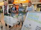 N�rodn� potravinov� sb�rka v hypermarketu Globus v Plzni Lochot�n�.