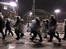 V potyčkách utrpělo zranění pět policistů, počet zatčených však policejní...