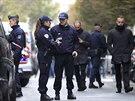 V ulicích Paříže hlídkuje policie. Neznámý střelec zatím uniká (18. listopadu)