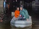Sardinii zasáhly bleskové povodně. Na snímku zaplavené ulice města Olbia(19....