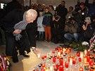 Václav Klaus zapálil svíčku na Národní třídě (17. listopad 2013).