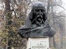 Chybět nemůže ani busta J. A. Komenského, podle kterého jsou ostravské sady