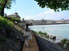 """Kolem ostrova by se podle jednoho z """"bronzových"""" návrhů mohla vinout jakási..."""