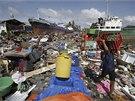 Následky řádění tajfunu na Filipínách (10. listopadu 2013)