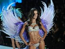 Andělská křídla k přehlídkám luxusního spodního prádla firmy Victoria´s Secret...