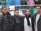 ZADUMANÍ VÍTĚZOVÉ. (zleva) Nehrající kapitán Jaroslav Navrátil, Lukáš Rosol, Jan Hájek, Radek Štěpánek a Tomáš Berdych už možná přemýšlejí, jak bude vypadat příští daviscupová sezona.