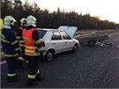 Nehoda dvou osobn�ch aut uzav�ela Strakonickou na 21. kilometru ve sm�ru od