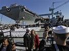 První letadlová loď nové generace USS Gerald Ford je na jaderný pohon. Trup je...