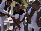 Ozbrojené milice v Tripolisu střílely do protestujících lidí.