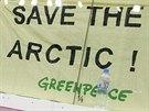 Aktivisté Greenpeace při zápase Kontinentální hokejové ligy mezi celky Lev...