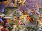 1. Chrám svatého Ignáce v Římě. Kupoli ve střední lodi zdobí nástropní fresky...