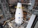 �pravy rakety Atlas V, kter� se p�ipravuje ke startu k Marsu s dru�ic� Maven.