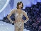 Karlie Klossov� na p�ehl�dce Victoria's Secret  (13. listopadu 2013)