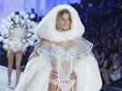 Doutzen Kroesová na přehlídce Victoria's Secret (13. listopadu 2013)