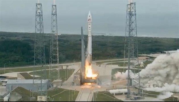 Start rakety Atlas V, která v pond�lí 18. listopadu odlet�la k Marsu se sondou...