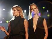 Doslova hvězdná dvojice - topmodelky a kamarádky Tereza Maxová a Karolína Kurková - sklidila hlasitý potlesk.