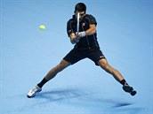 SLO�IT� BEKHEND. Ve fin�le s Rafaelem Nadalem se Novak Djokovi� do�k� jen...