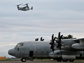 Na pomoc Filip�nc�m po ni�iv�m tajfunu vyslaly USA konvertopl�ny VM-22 Osprey a