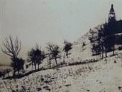 Stráň Kunětické hory, na které začali předkové se stavbou skokanského můstku.