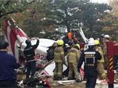 Nehodu vrtulníku v soulském Gangnamu nepřežili piloti. (16. listpadu 2013)
