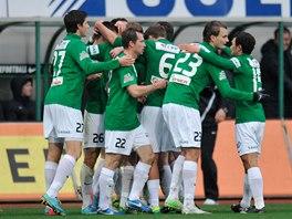 Fotbalisté Jablonce slaví jeden z gólů proti Příbrami.