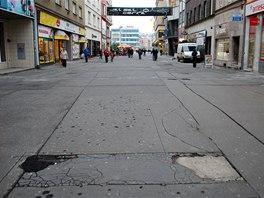 Zatímco jinde by vstupní ulice do centra města byla výstavní pěší zónou, v