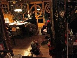 Skalák dnes žije ve starém mlýně na Třebíčsku, na půli cesty mezi Prahou a...