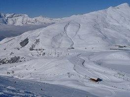 Pohled na Lauberhorn z protilehlého svahu nad sedlem Kleine Scheidegg