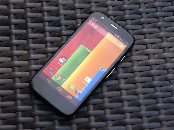 Smartphone s lepším poměrem výkon/cena dnes dostanete jen těžko. Motorola Moto...