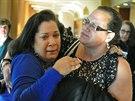 Dcery Carmen Colonové u soudu s vrahem jejich matky Josephem Nasem (23....