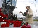 Obyvatel� Kazan� zbudovali u termin�lu leti�t� improvizovan� pomn��ek ob�tem...