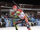 RADOSTNÝ FINIŠ. Ondřej Moravec dokončuje závod smíšených štafet, který čeští biatlonisté v Östersundu vyhráli.