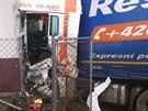 Zdemolovaná kabina kamionu