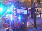 Policisté zachránili muže z hořícího domu na Praze 6 (25.11.2013)