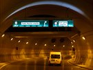 Tunel Blanka bude dlouhý šest a půl kilometru. Automobily ho projedou za zhruba...