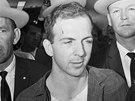 Lee Harvey Oswald, u mariňáků vyškolený odstřelovač, která žil jistý čas v...