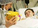 Momentálně je Lenka Pavelková hospitalizovaná na ARO v Sokolově. Její matka Marcela Kohoutková doufá, že si ji bude moct vzít co nejdříve do domácí péče. (28. listopadu 2013)